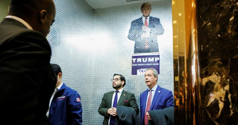 Donald Trump presidente, quarta notte di proteste. Trump incontra Farage